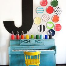 http://breejohnson.ca/2015/06/custom-colorful-plate-wall-with-shutterfly/