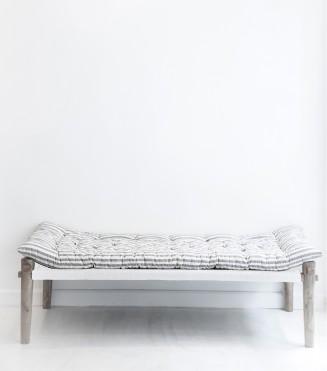 charpoy-ethnique-ecru-et-gris-150x60x37-cm