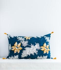 coussin-indien-jaune-moutarde-et-bleu-indigo-40x65-cm