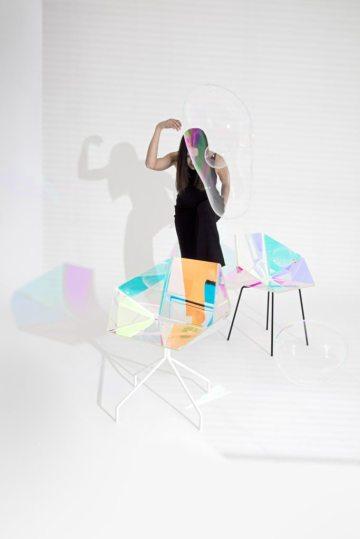 tendance-iridescence-Elise-Luttik-PrismaniaChair-photography-Lisa-Klappe-huskdesignblog1-683x1024