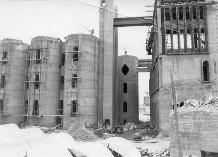 17_ricardo-bofill-and-la-fabrica-studio-in-a-former-cement-factory_popup