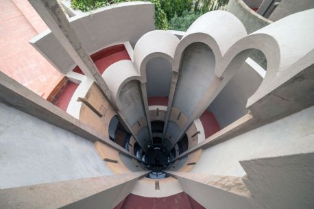 18_ricardo-bofill-and-la-fabrica-studio-in-a-former-cement-factory_popup
